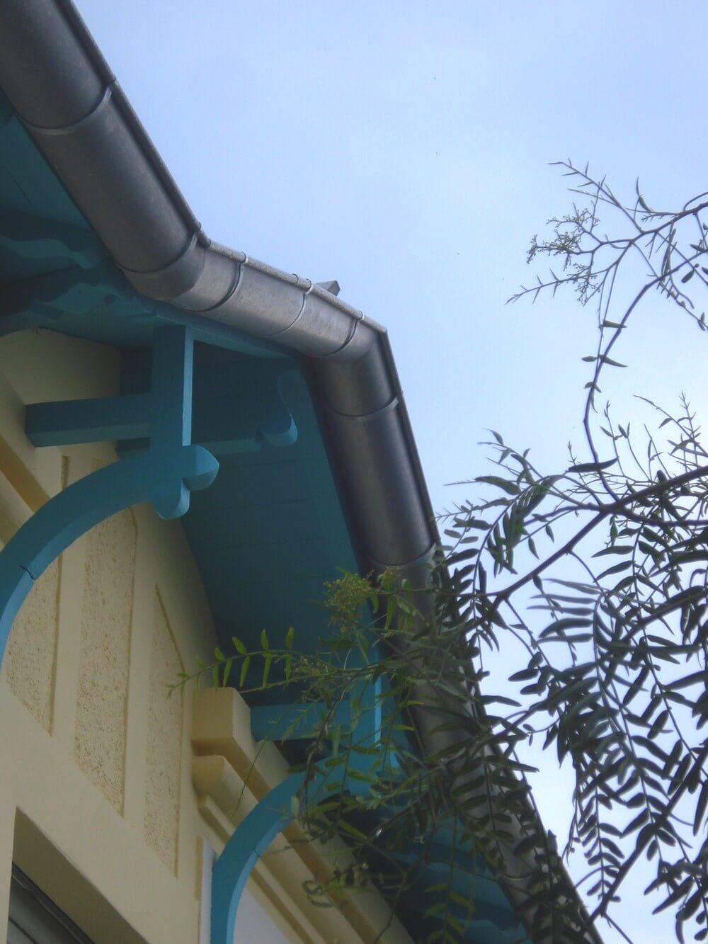 gouttière et sous face bois toiture par Charpente et Création
